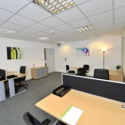 fully serviced office to rent